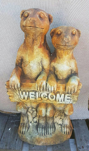 Large Welcome Meerkats Rust Concrete