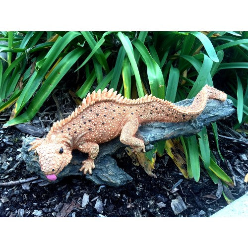 50cm Climbing Lizard On Log Fiberglass