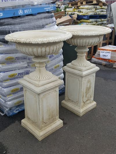 Jefferson Urn With Tall Jefferson Pedestals