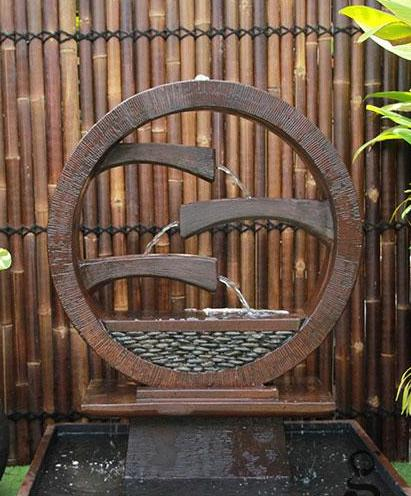 Wagon Wheel Fountain - Medium