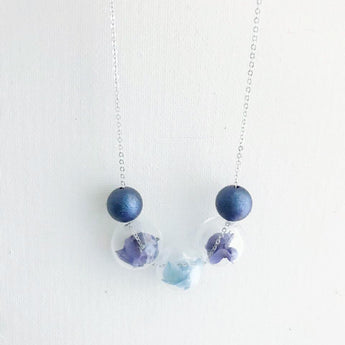 寶藍 玻璃珠保鮮花頸鏈  Navy Blue Preserved Flower Necklace