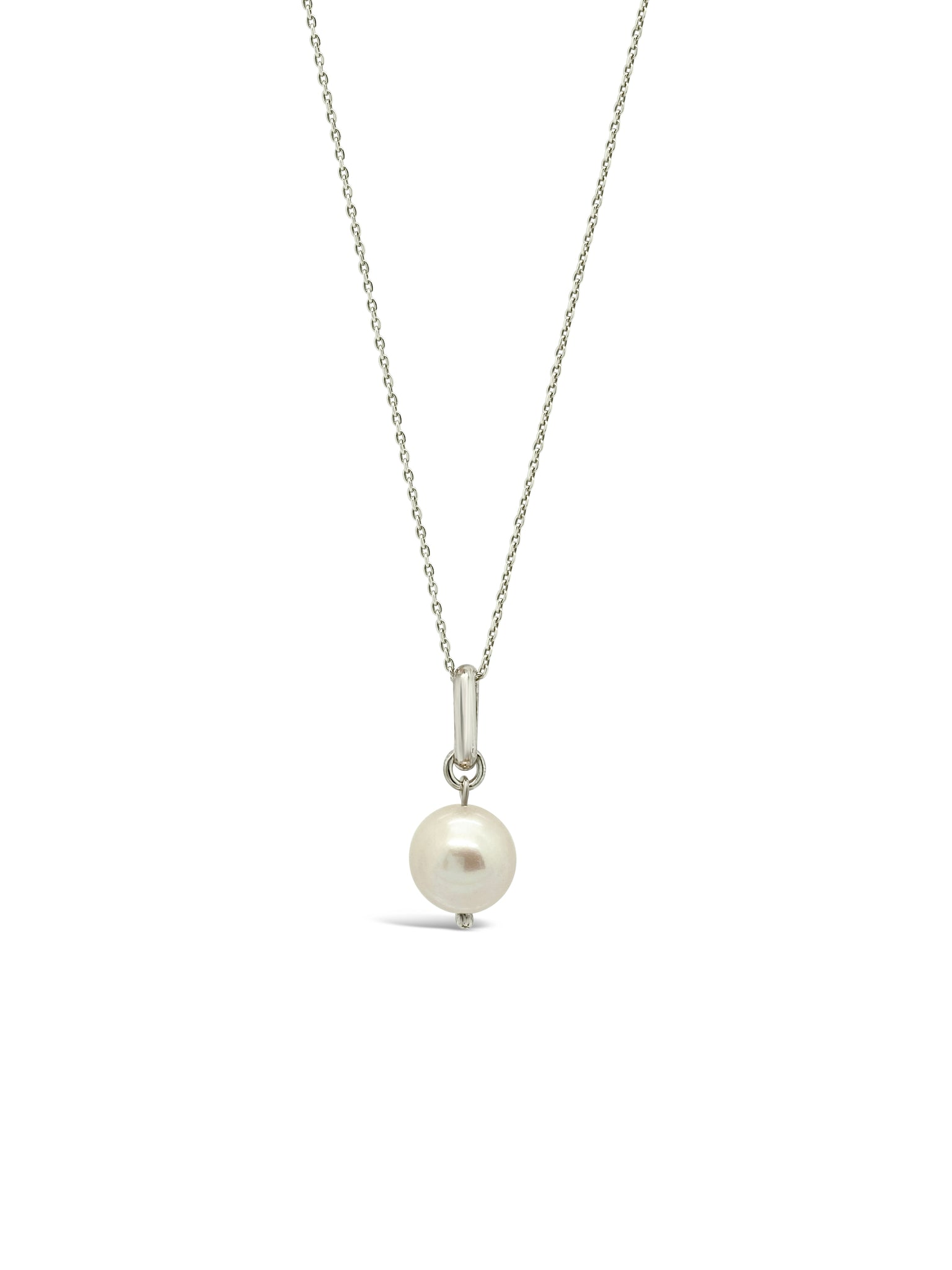 FEATURED PEARL NECKLACE