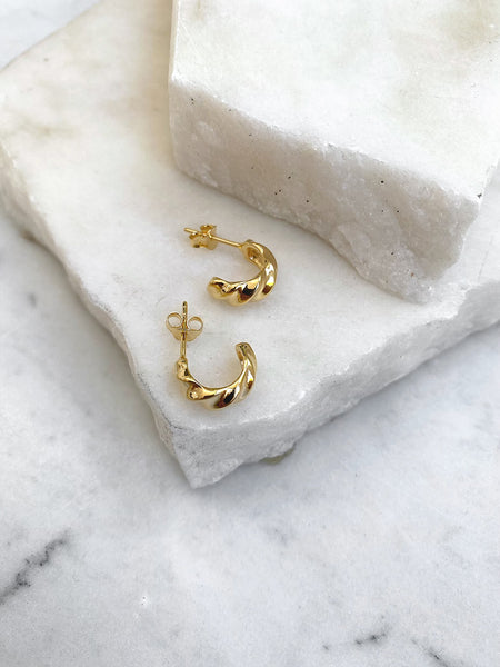 CURVED MINI HOOPS, GOLD
