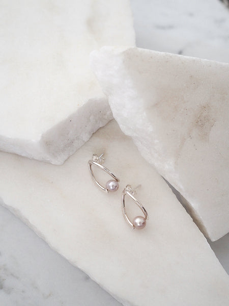 TWISTED PEARL STUD EARRINGS, LAVANDER