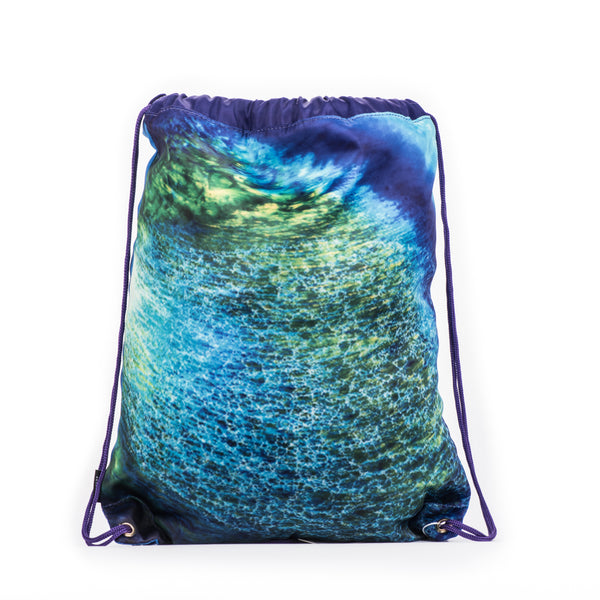 The perfect drawstring bag for carrying your wet swimwear, beach towel, library books, sporting needs and a variety of your other favourite items. Use at school or home on the weekend!