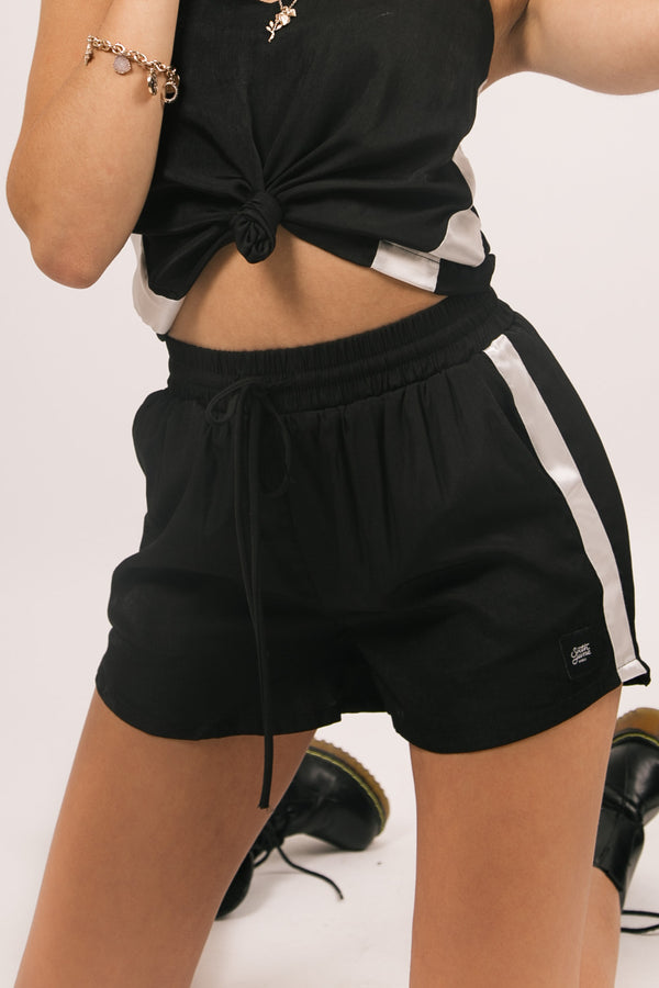 Short satin bande noir