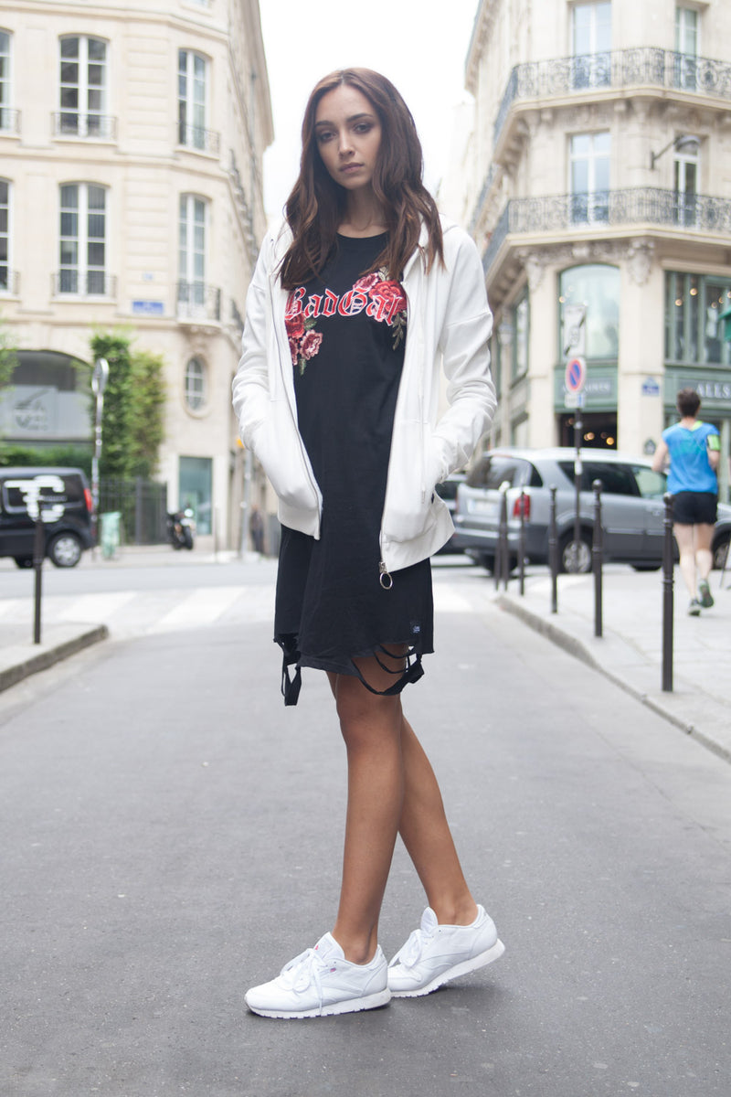 Sweat capuche Bad Gal broderie roses blanc