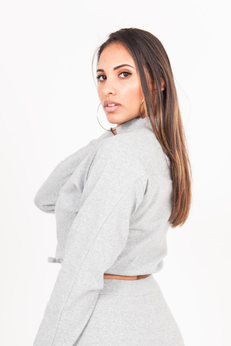 Pull cordon col montant gris