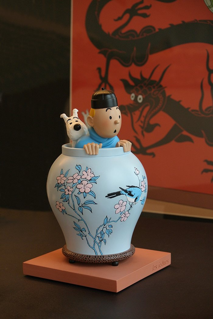 Tintin in Ble Lotus Vase Model