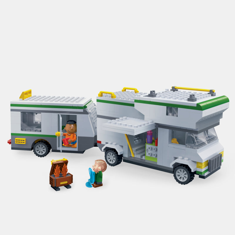 Snoopy With Camping Car