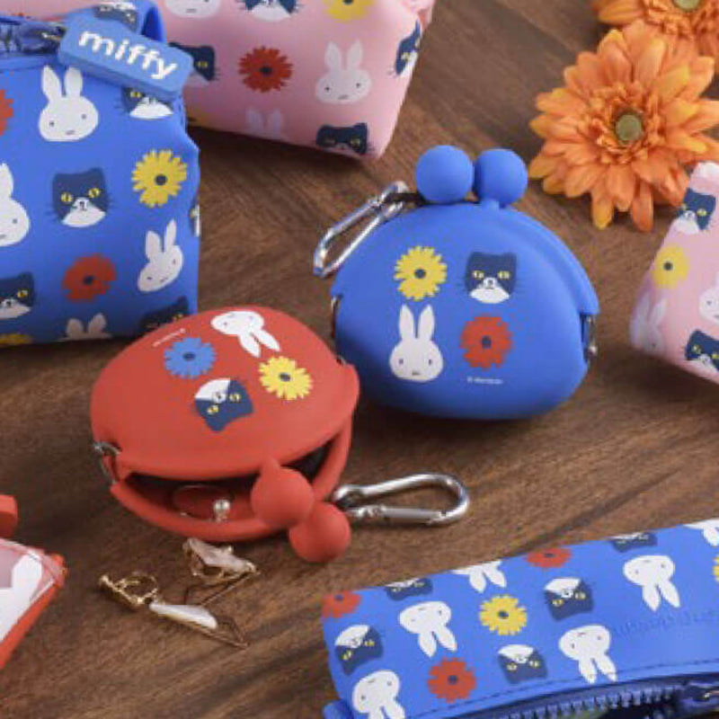 Pochibi silicon coin pouch, Miffy & cat red