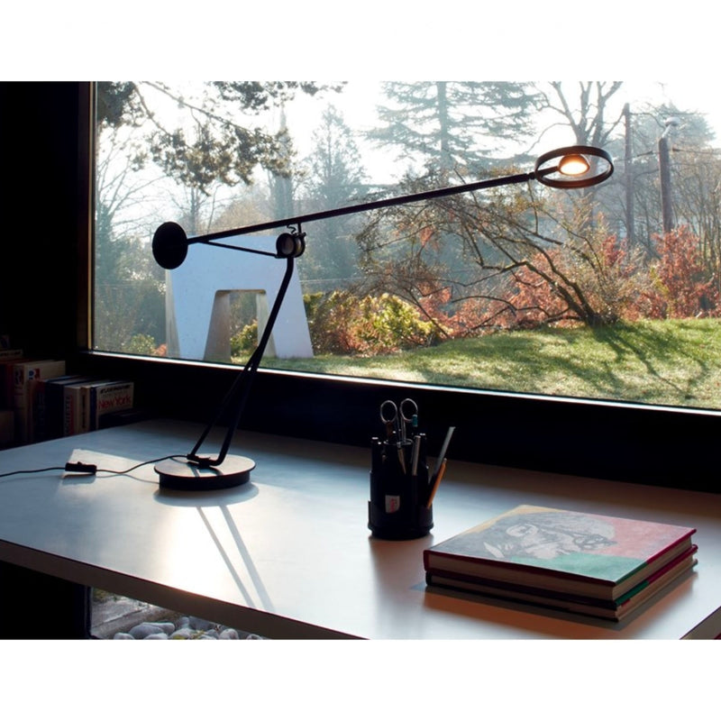 DCW Aaro table lamp