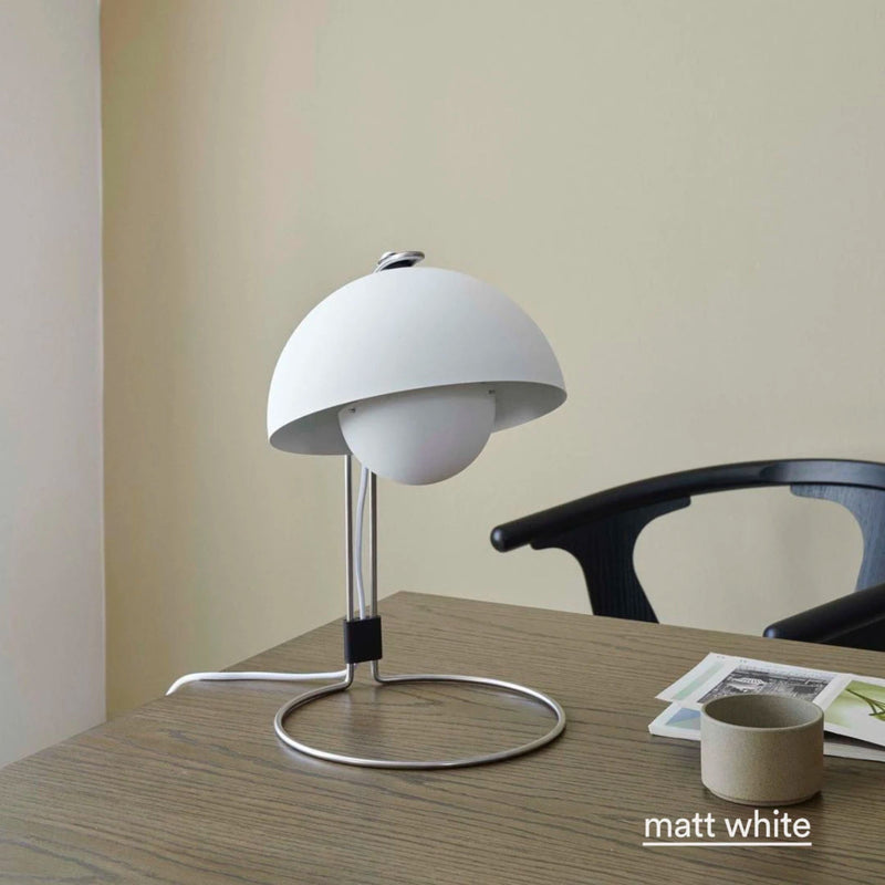 VP4 Flowerpot table lamp, matt white