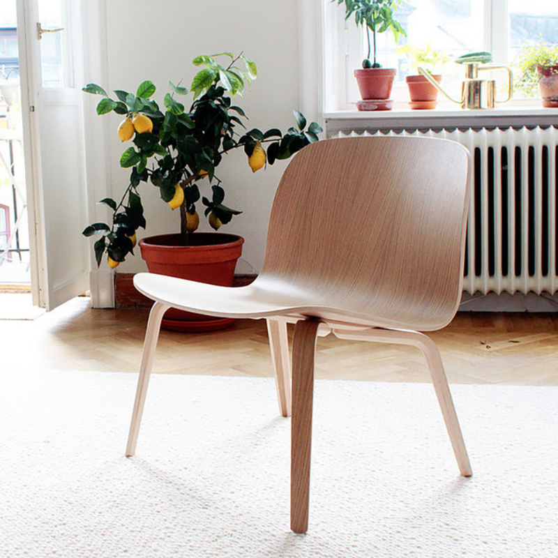 Muuto Visu Bar Stool 75 cm . Wood Legs
