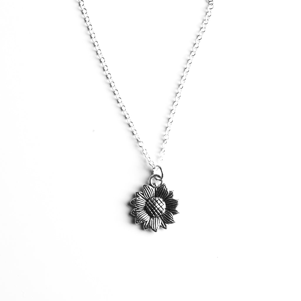 silver daisy flower necklace - Jenems
