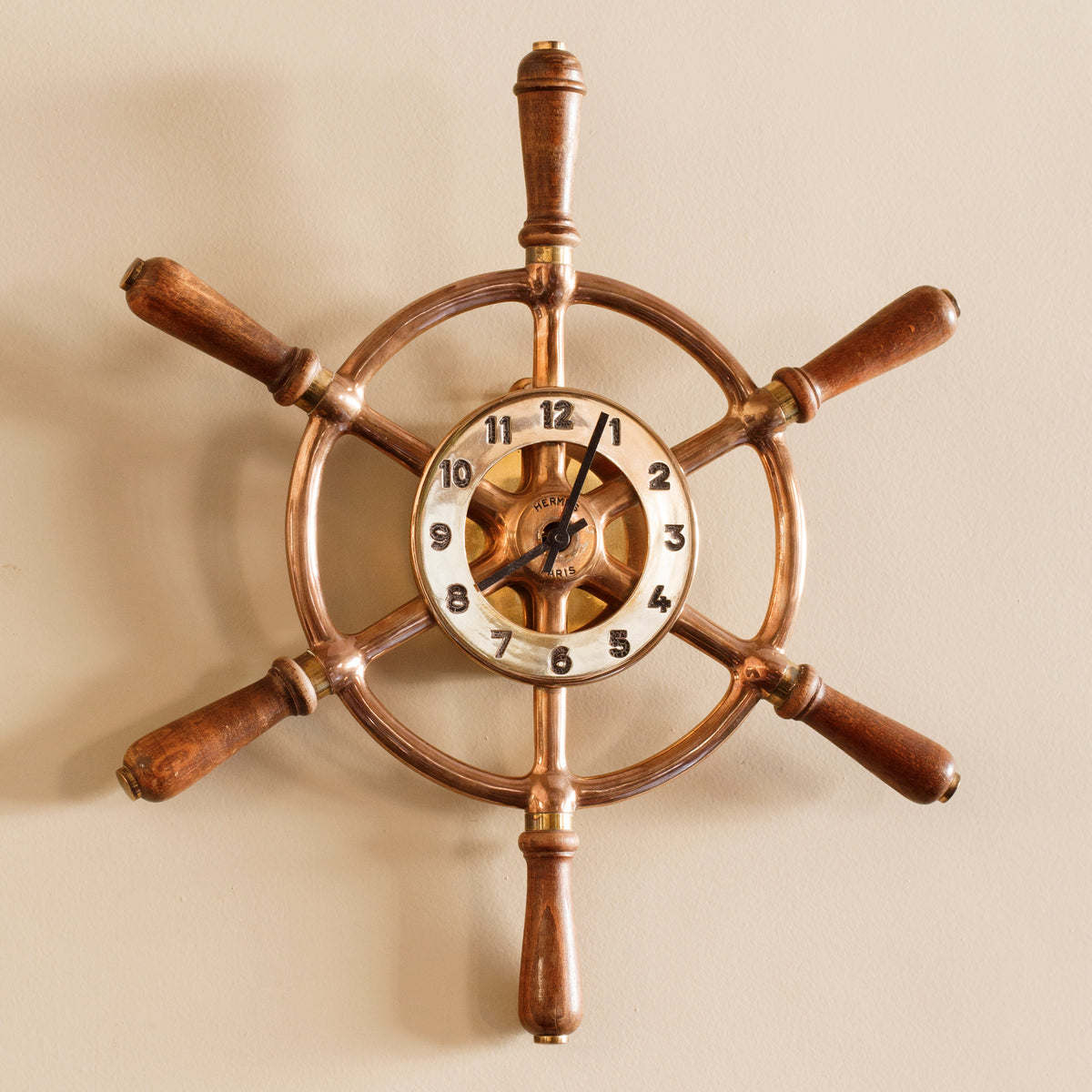 "Orologio ""Timone"" da parete in legno e ottone, Hermès - 1950 - ""Helm"" wood and Brass wall clock by Hermès"