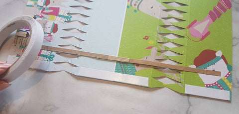 How to make christmas crackers todaywecraft the closer to the edge you can get the tape the neater your finished cracker will solutioingenieria Images