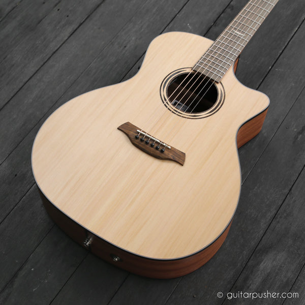 Baton Rouge AR11C/ACE W Wide Neck Grand Auditorium Cedar (Wide Neck)