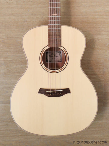 Baton Rouge AR61S/A Grand Auditorium Canadian Spruce (no cutaway/no pickup) with Gigbag - GuitarPusher