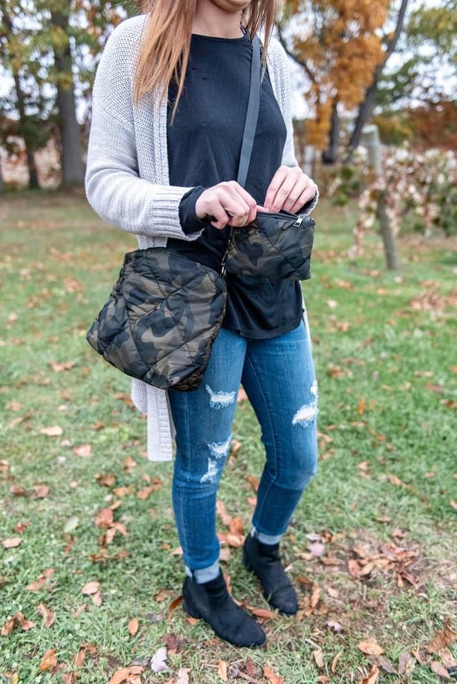 31127   Camo Quilted Clutch Bag
