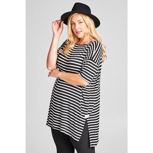 Curvy girl - Black and off white tunic with side slits and fitted sleeves 1XL-3XL