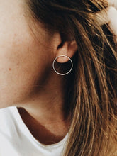 Load image into Gallery viewer, Minimalist Hoop Earrings