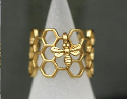 Antique Golden Enameled Honeycomb Resizable Ring with Tiny Bee
