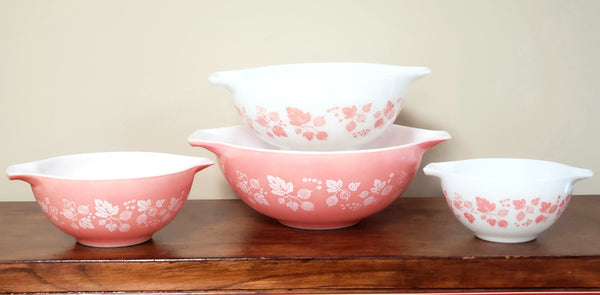 Pyrex Gooseberry Pink & White Cinderella Mixing Nesting Bowls - Set of 4
