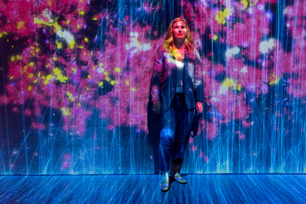 janna Conner TeamLab Paris Au-dela les limites digital art flower background