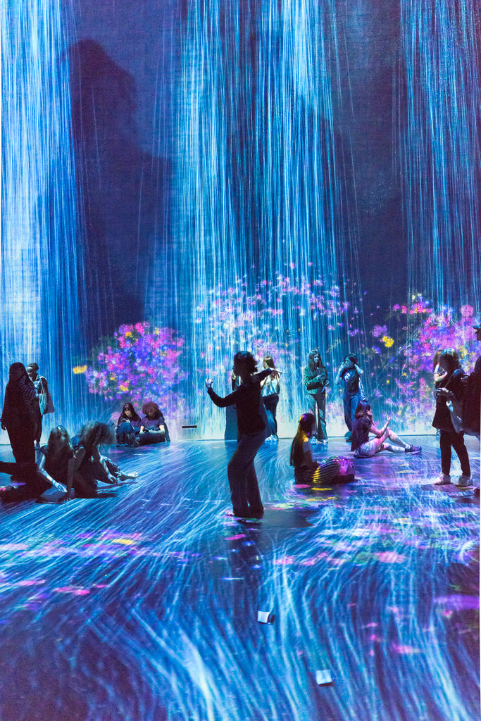 team lab au dela des limites paris la villette digital art waterfall