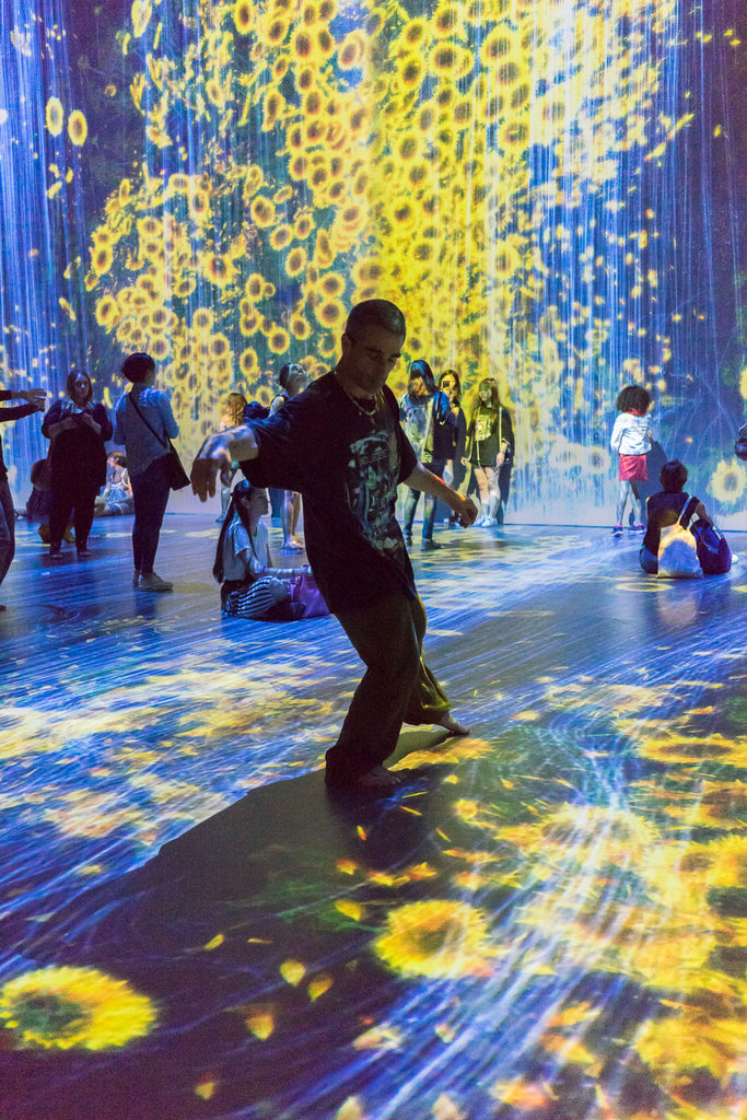 teamLab au-dela des limites paris la villette digital sunflowers