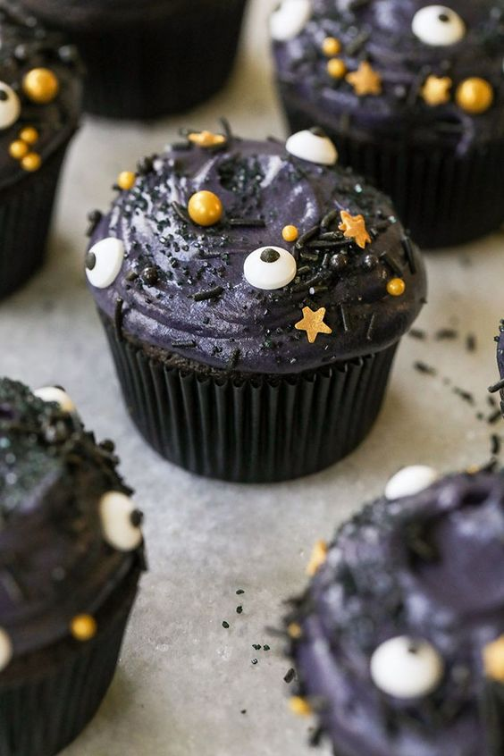 halloween cupcakes with black cream cheese frosting