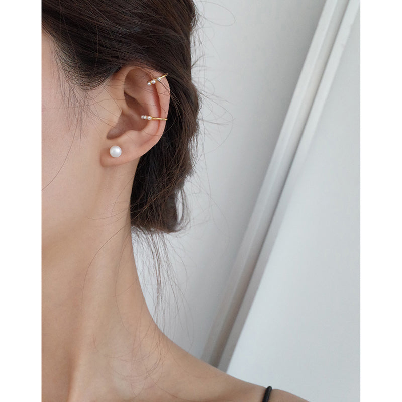 pearl ear cuff no piercing on model