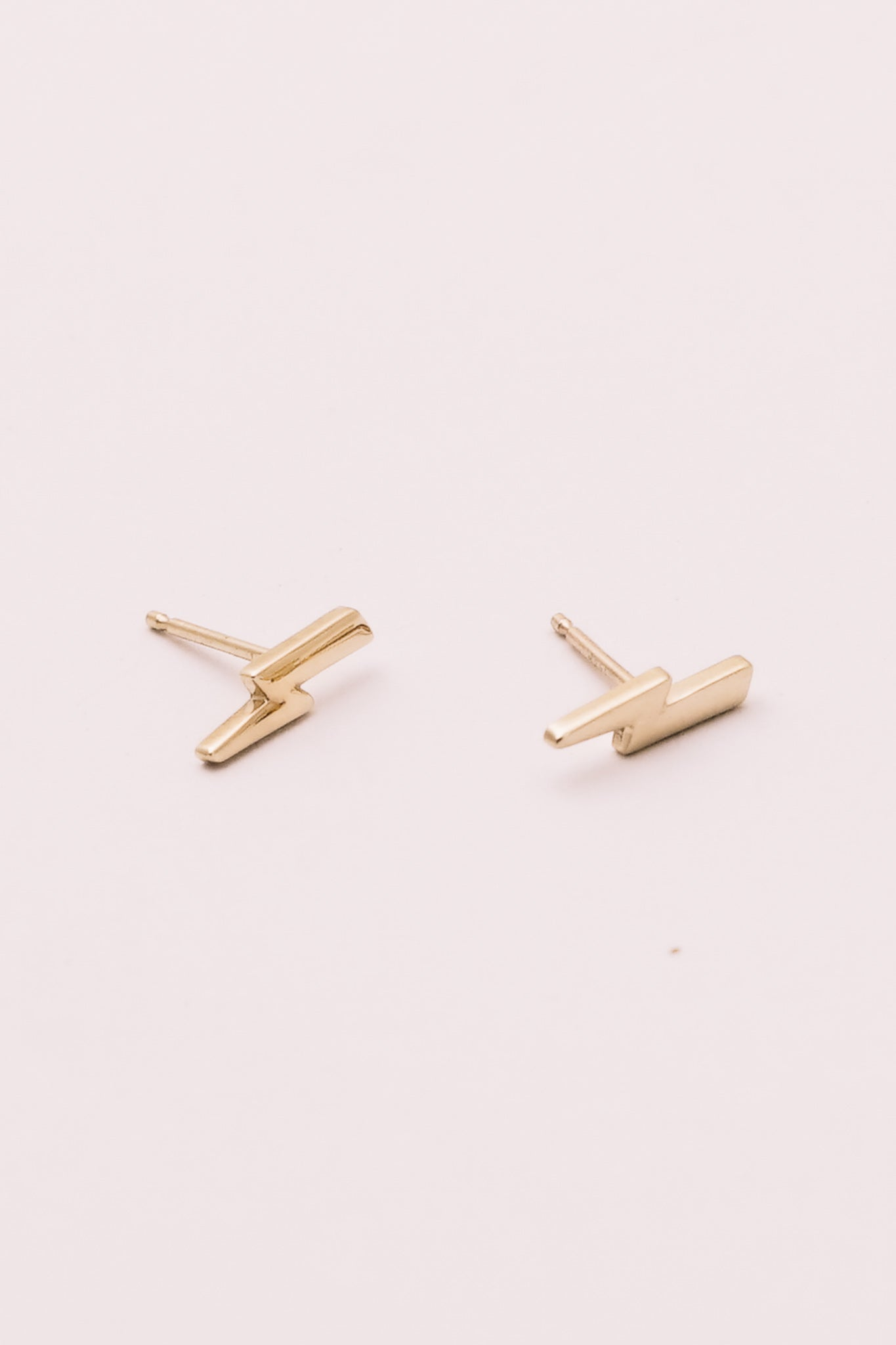 14k gold lightening bolt stud earrings