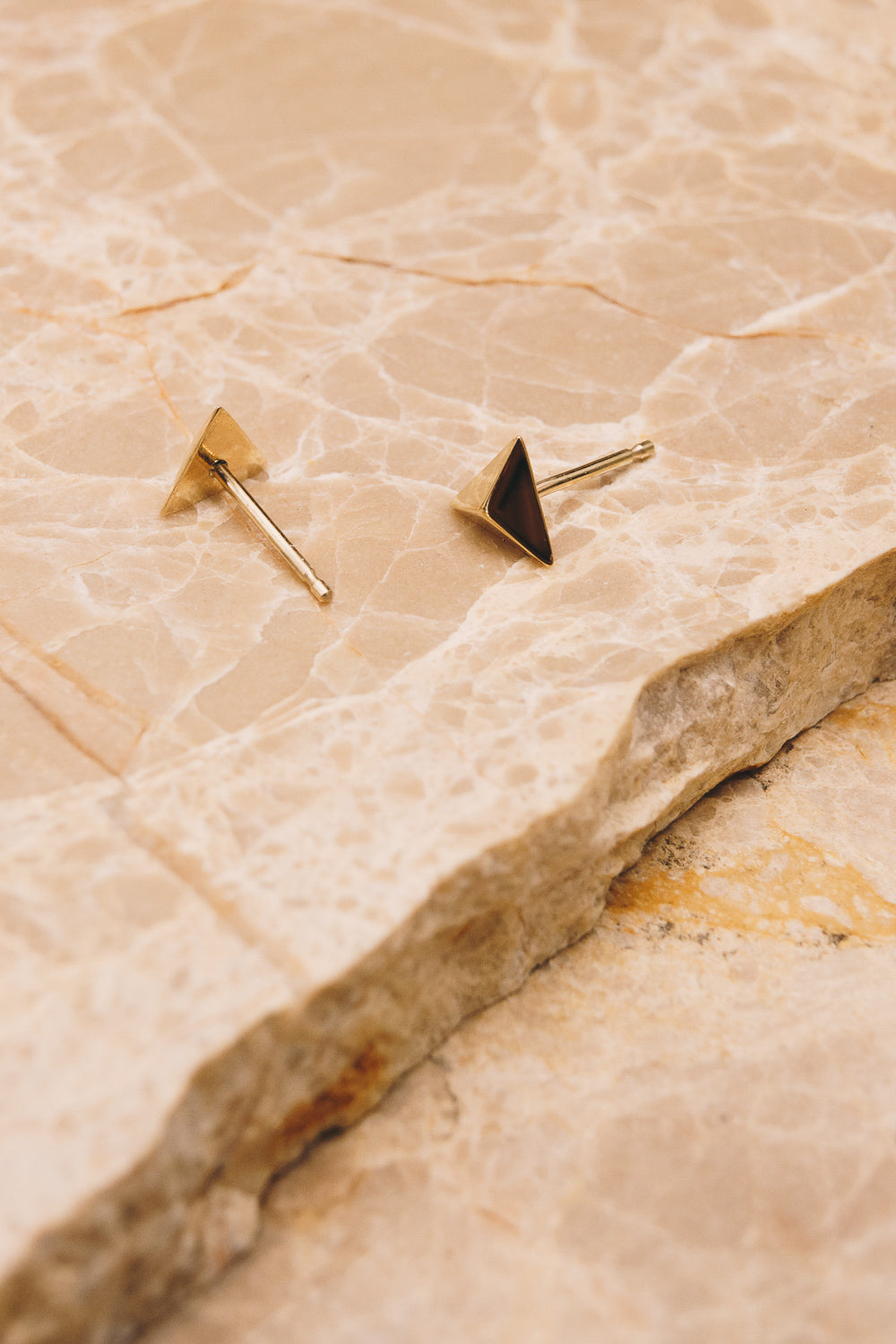 14k gold pyramid stud earrings side and back view