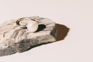 silver pearl ring