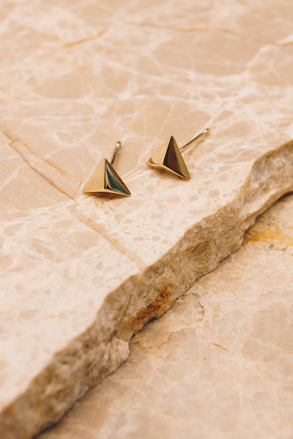 14k gold pyramid stud earrings