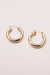 14k gold hoop earrings side by side