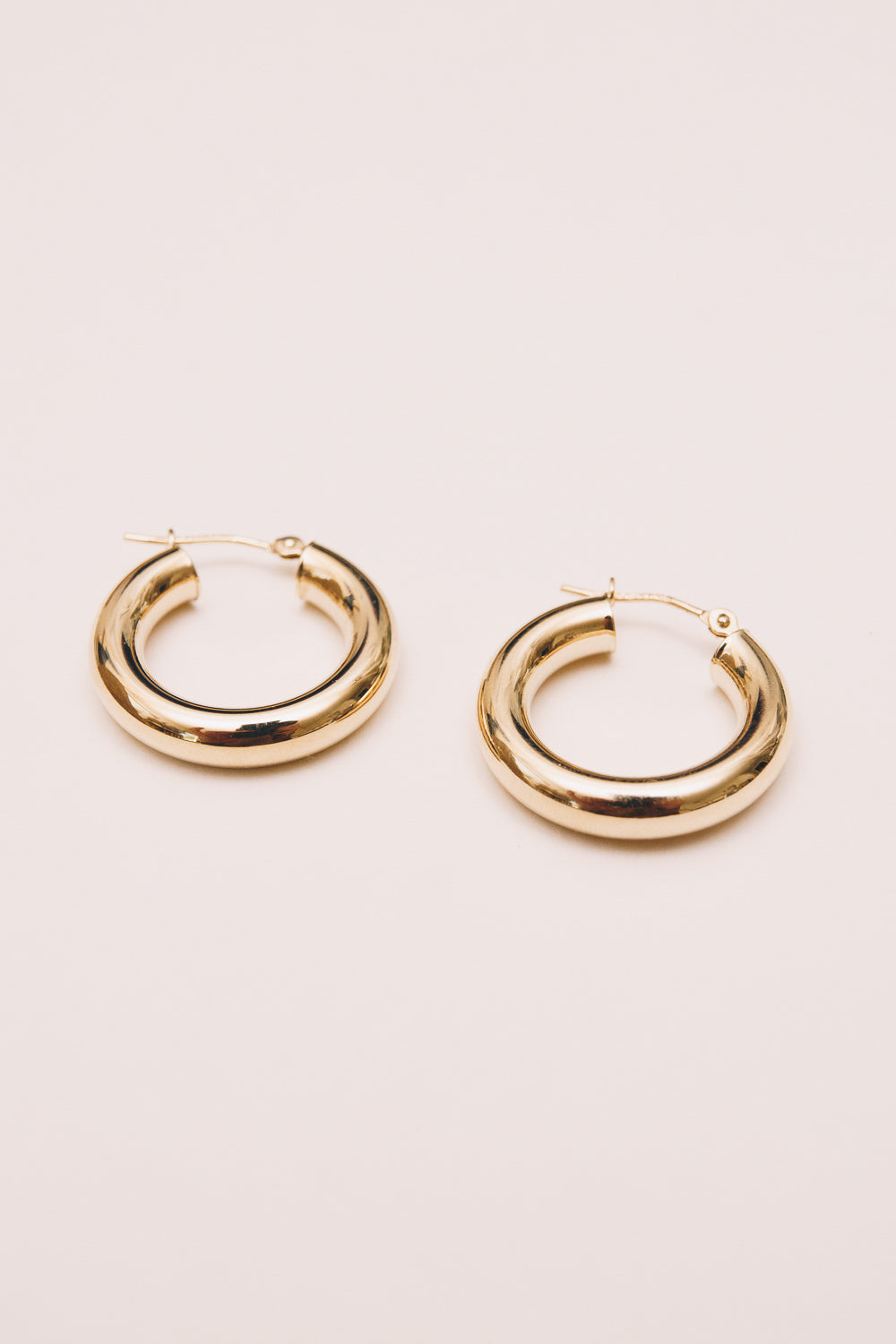 14k gold hoop set side view