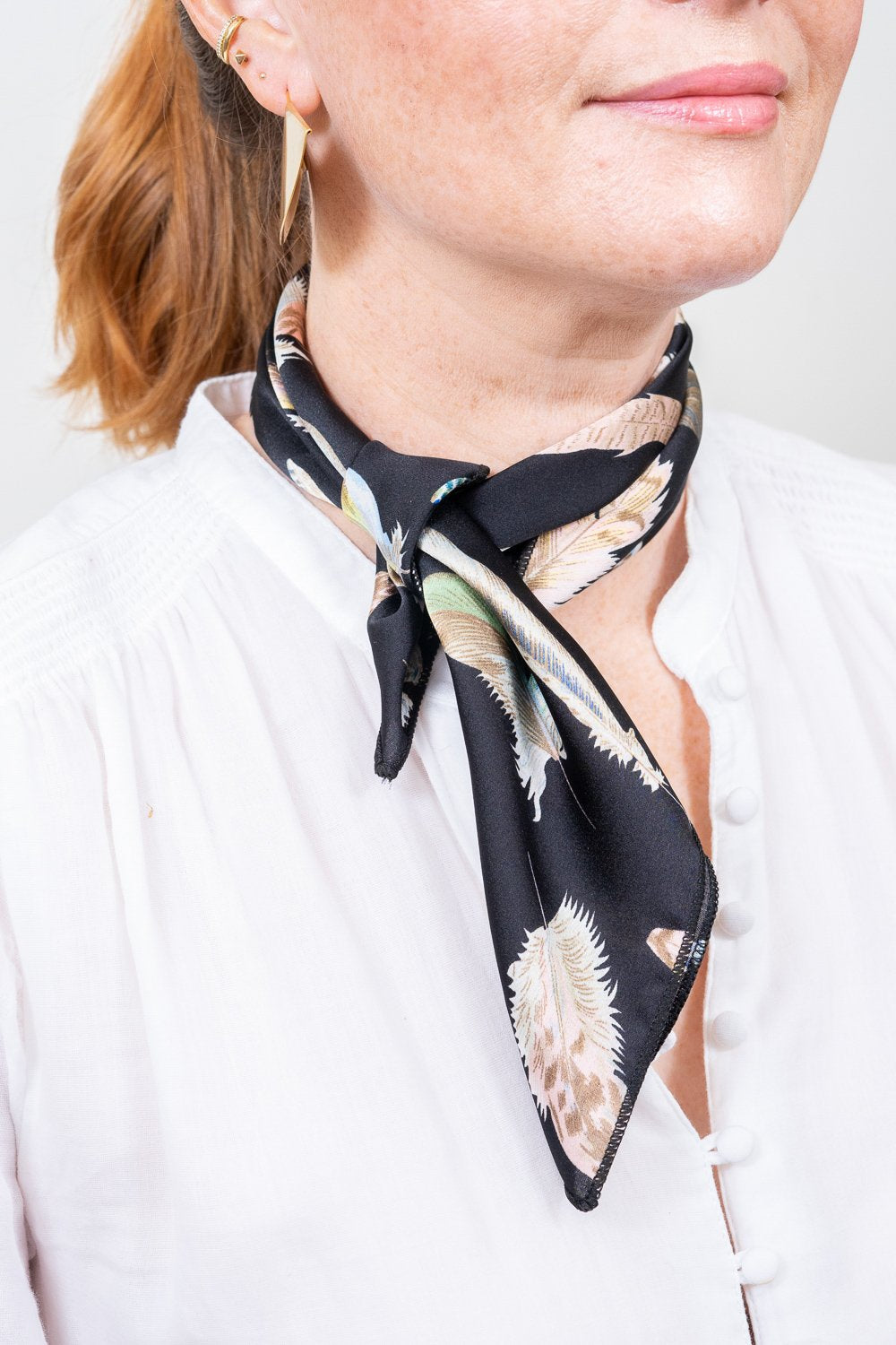black print scarf neck tie on model janna conner