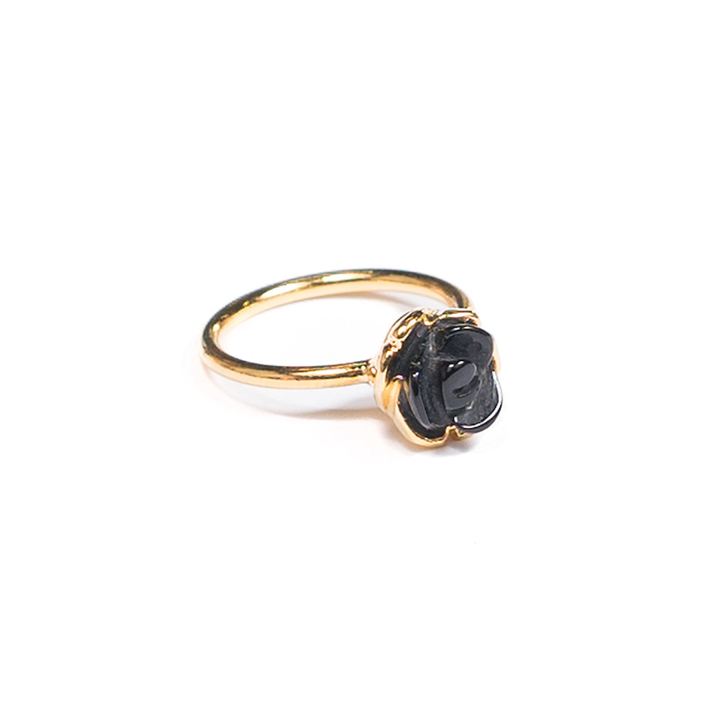 onyx carved rose ring