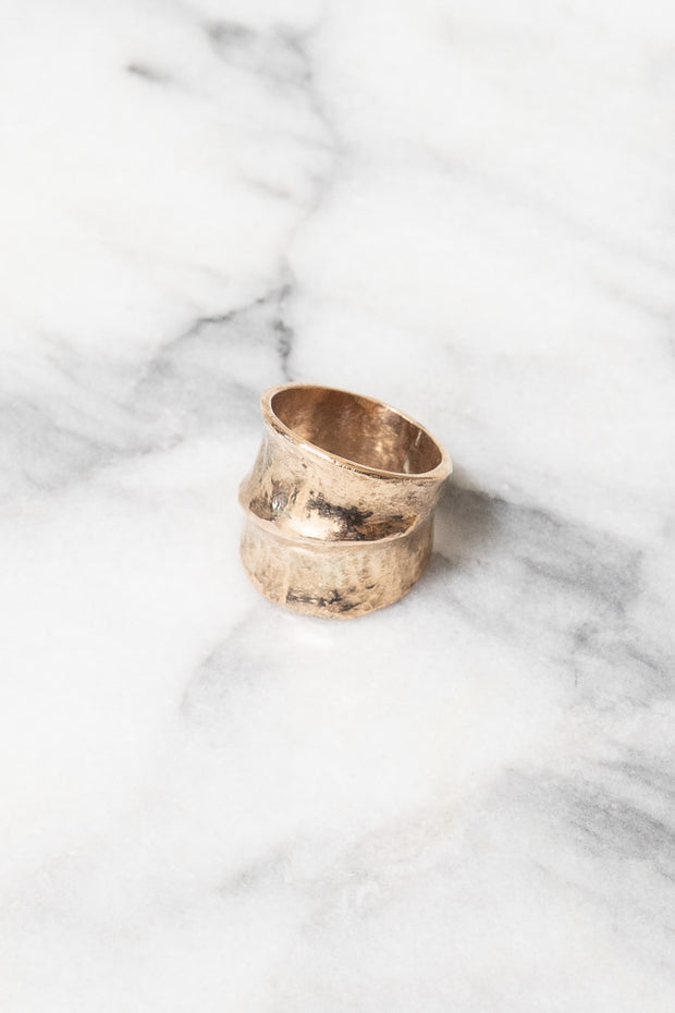 gold band ring leaf design