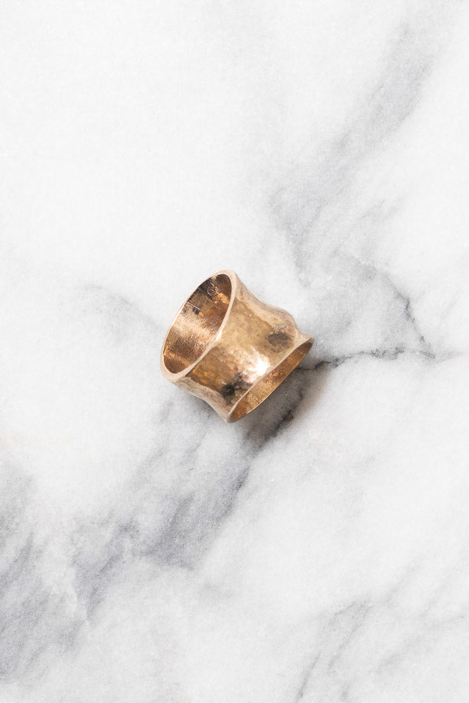 gold band ring leaf design side view