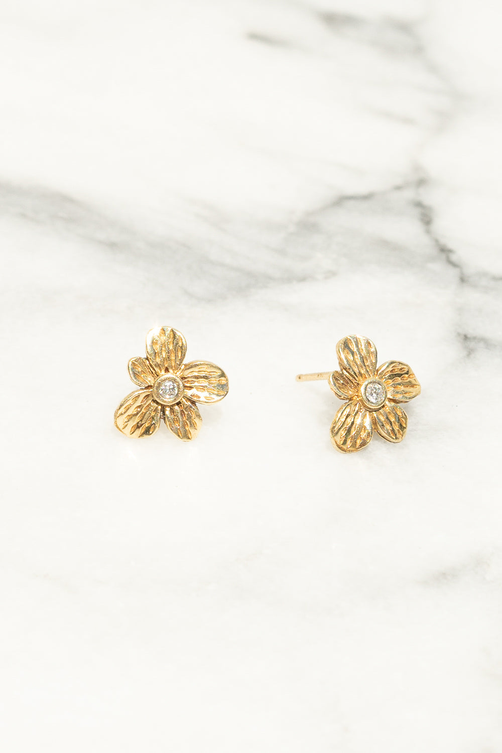gold flower earrings diamond center