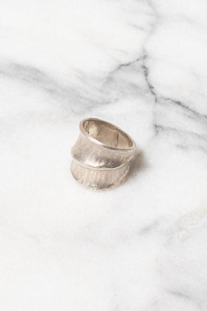silver band ring leaf pattern