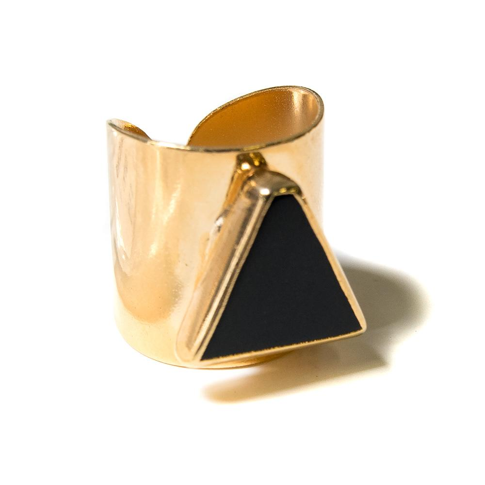 onyx triangle cigar band ring