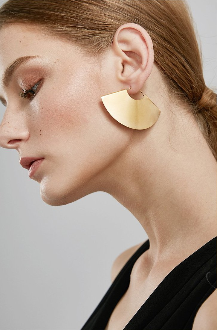 large gold fan hoop earrings on model janna conner
