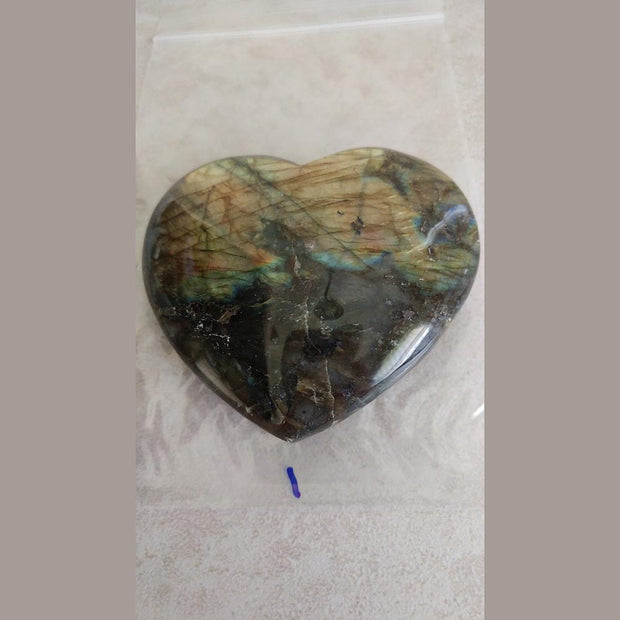 Labradorite treats disorders of the eyes and brain, relieves stress and regulates metabolism