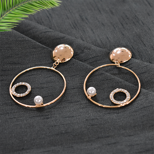 Naomi - Golden Metal Hoops With Pearls and studs