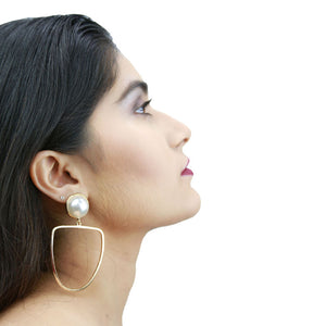 Amelia - Golden Metal and Pearl Stud Earrings